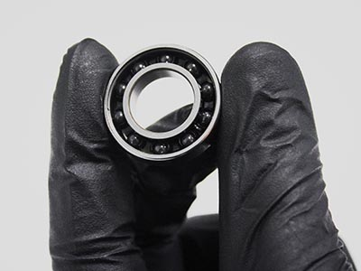 Bicycle wheel bearing holded in hand